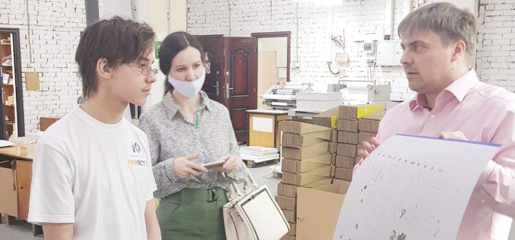 Встреча участников команды-лидера акселерационного проекта «Бизнес-Старт.Юность» (МБОУ СОШ№5) с директором типографии «ИНТ» Андреем Грузиным